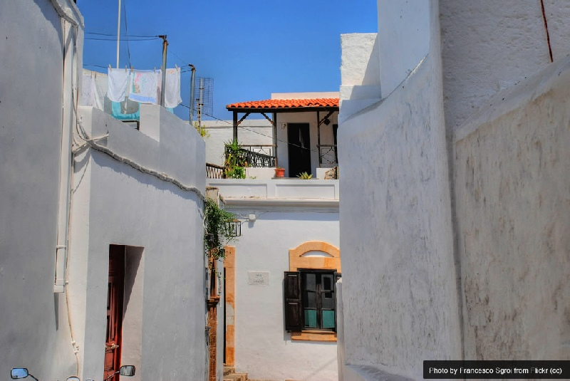 Lindos holidays travel guide find out where to eat and for Case in vendita nelle isole greche
